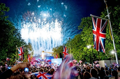 John Cassidy on the extravagance of the Queen's Jubilee celebrations in London: http://nyr.kr/LvTGY2