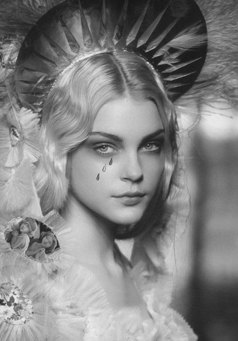 Jessica Stam at Jean Paul Gaultier spring 2007 source: http://intangibleness.tumblr.com/