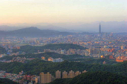 urbanterritory:  Taipei at dawn by HW.Wang on Flickr. /// CLICK to browse more pictures of Taipei and the Taipei 101