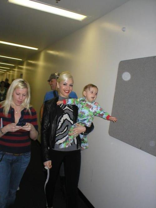 POTD: 6/6/12: Gwen and Kingston looking as cute AF on the Sweet Escape tour :')
