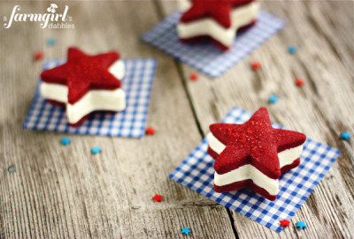 gastrogirl:  patriotic ice cream sandwiches.