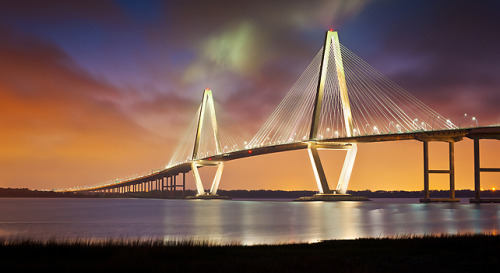 "Despite being the 75th largest metro area in the U.S., Charleston is ranked in the top 10 fastest growing cities for software and Internet technology. Here's why. Introducing ""Silicon Harbor"": Charleston, SC, Home Of TwitPic And Amazon's CreateSpace"