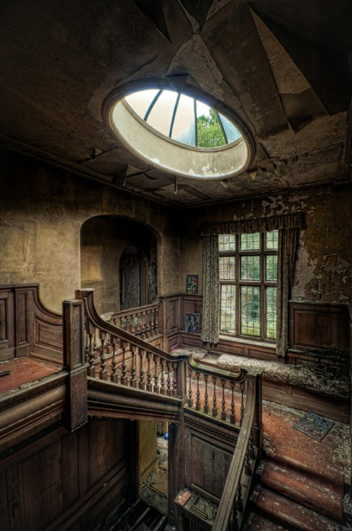 abandonedporn:  Enlightened (by Richard Saunders)