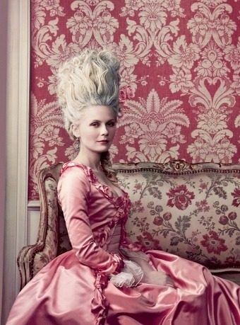 I would love to do a photoshoot with an old Victorian style like this.