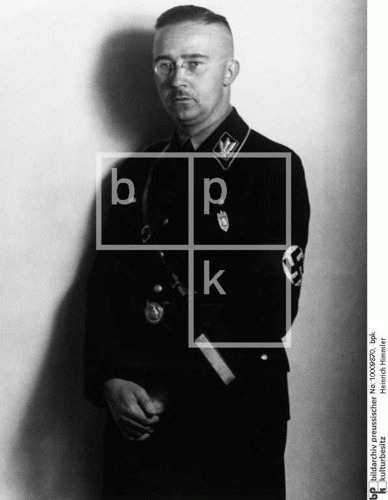lady-lugosi:  himmler  Y U so serious, Heinrich, why? (notice the skin of his face that's not sunburnt because of the using of glasses :) )