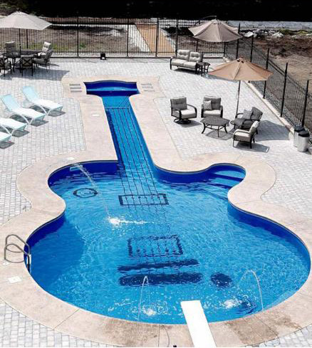 aliirose:  how awesome is that :) reblog if u want a guitar pool