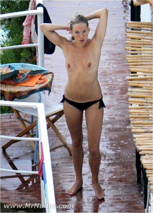 Sienna Miller reveals bare tits outdoorsfree nude picturesLink to photo & video: bit.ly/Jlrqpq