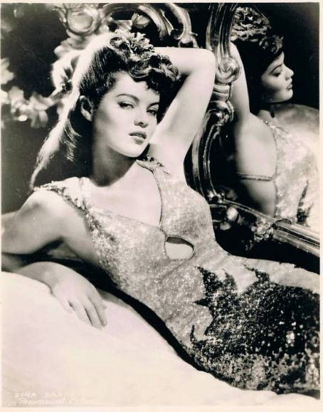 moniledebeaute:  Photographer & date unknown. sisterwolf:  Dona Drake