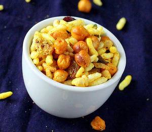 findvegan:  Chivda- Savory cereal snack (Indian granola)