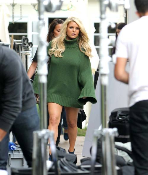 Jessica Simpson exposing sexy legsfree nude picturesLink to photo & video: bit.ly/KtgpFq