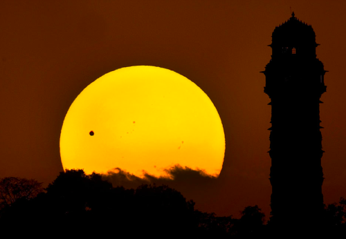 kateoplis:  Transit of Venus | In Focus (via The Atlantic)