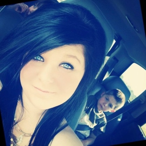 http://1mpuls3.tumblr.com/   omfg that kid in the background is just perfectly photobombing xD <3