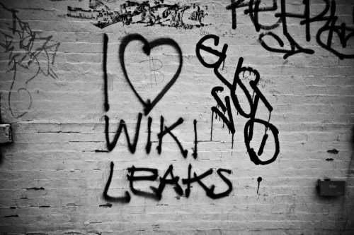 Wiki Graffiti by *reinah