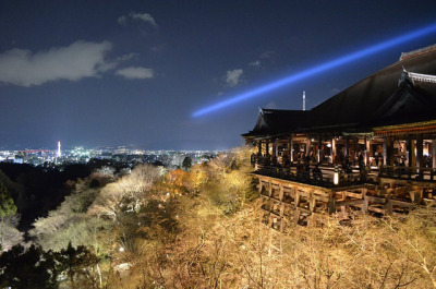 Kiyomizudera at Night on Flickr. 夜、清水寺