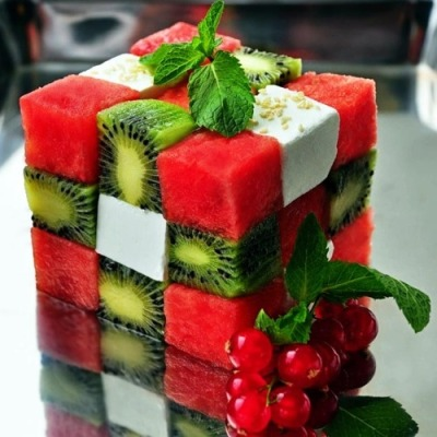 "silver-y:  yummyinmytumbly:  ""Edible Rubiks Cube""  Awesome, genius"