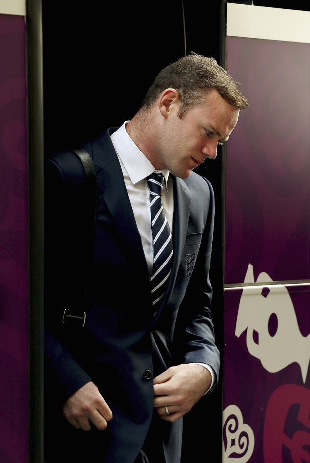 nastytackle:  England's Wayne Rooney arrives at the team hotel as they prepare for the Euro 2012 soccer championships in Krakow June 6, 2012. News and LIVE Stream Available at www.nastytackle.comFind us on Facebook :- http://www.facebook.com/pages/Nasty-Tackle/136333106470179