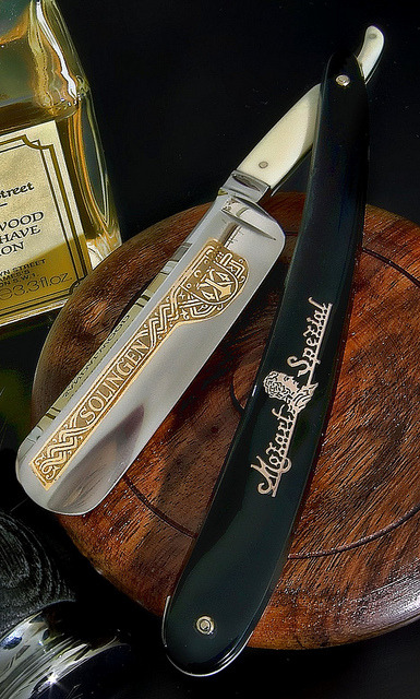 knifepics:  Straight Razor - Covered Tang