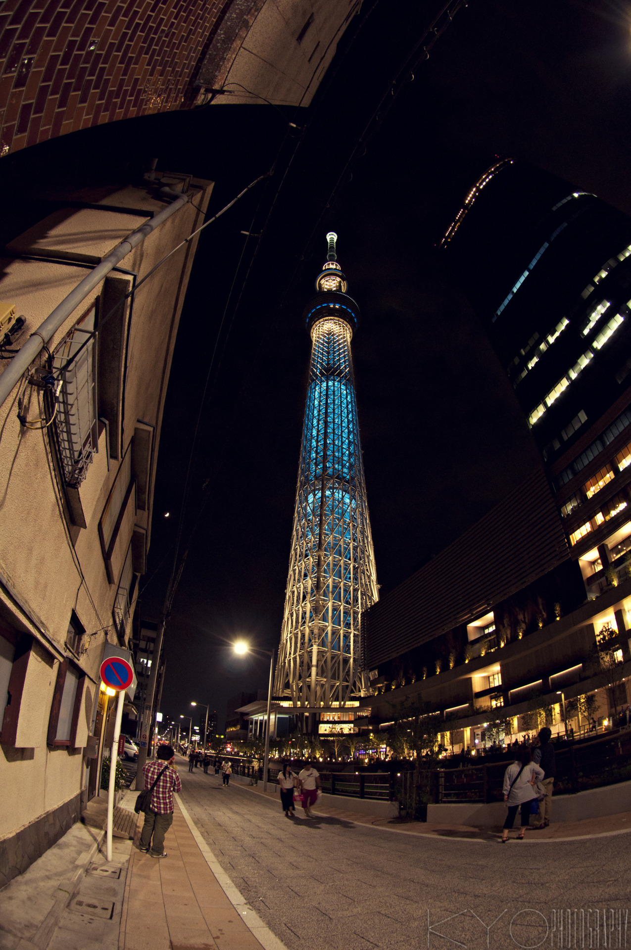 fuckyeahstreetlights:  Tokyo Skytree. World's tallest tower with the height of 634 meters.  Photo by http://kyokphotography.tumblr.com/