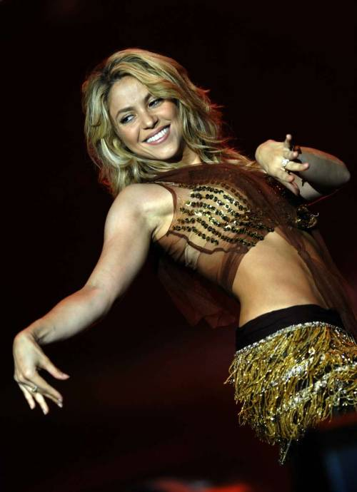 Shakira shows tight belly on the stagefree nude picturesLink to photo & video: bit.ly/JhJQNj
