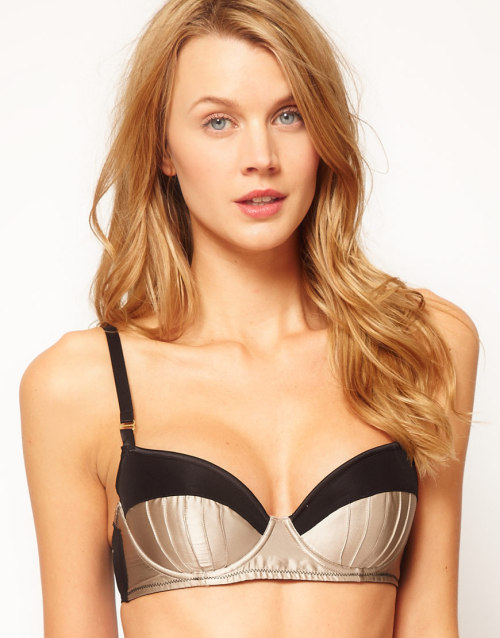 Stella McCartney Cherie Sneezing Contour BraMore photos & another fashion brands: bit.ly/Jhd4fb