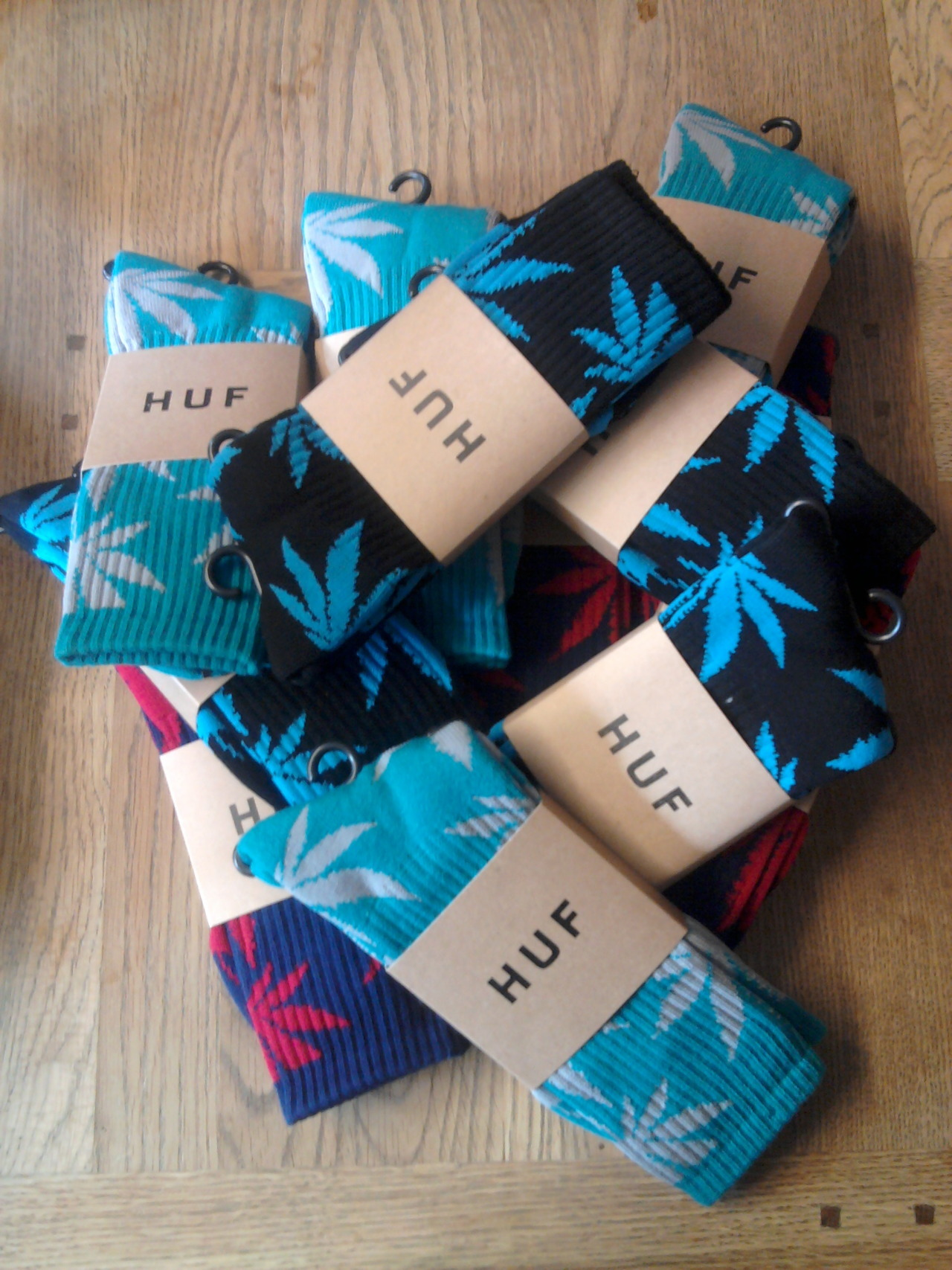 I WANT PLANT LIFE SOCKS SO BADLY