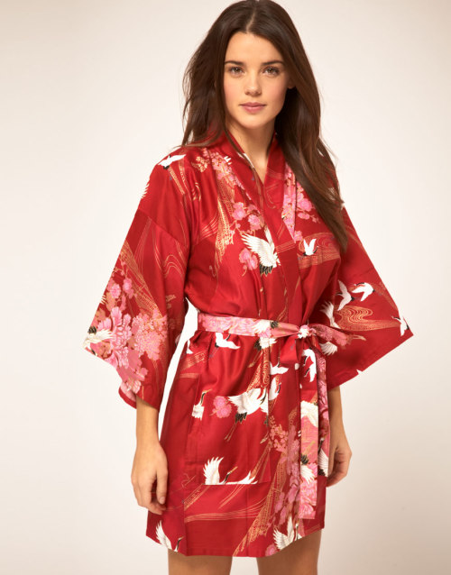 Kiku Cotton Kimono In Crane PrintMore photos & another fashion brands: bit.ly/JgQQKe