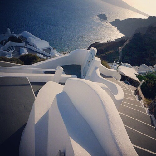 #oia #santorini #island  #greece #travel  #clubsocial  #cliff  #followme  #picoftheday  #instabest  #photooftheday  (Taken with instagram)