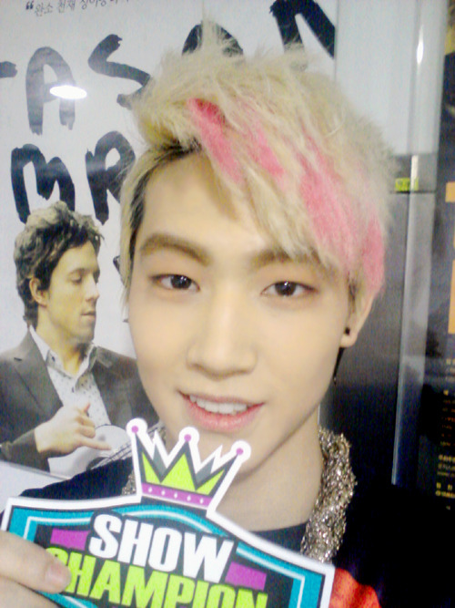 120605 JB selca in Show Champion