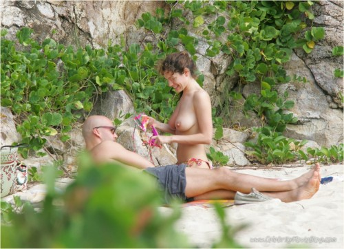 Kelly Brook paparazzi topless beach photosfree nude picturesLink to photo & video: bit.ly/JhHwG5