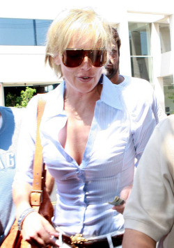 Sharon Stone oops shots revealing her mufffree nude picturesLink to photo & video: bit.ly/Jh7SrI