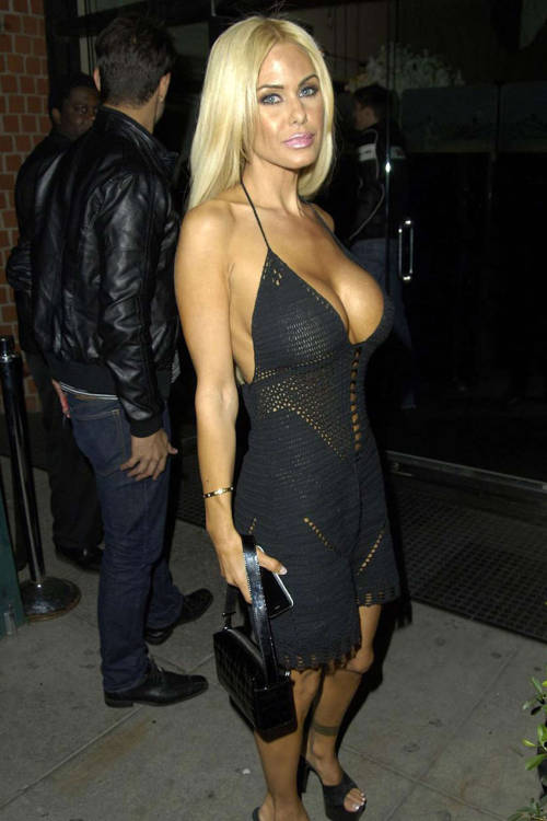 Shauna Sand flashing pussy upskirt in carfree nude picturesLink to photo & video: bit.ly/IM9bZP