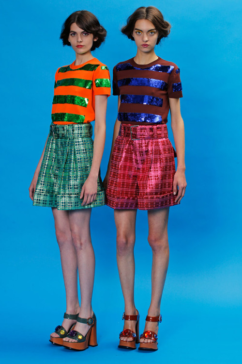 yourmothershouldknow:  Marc Jacobs Resort 2013 Colorida y divertida; de lo más lindo que he visto en las colecciones Resort hasta ahora.  ….. Marc Jacobs Resort 2013 Colorful and fun; one of the best Resort collections I've seen so far.
