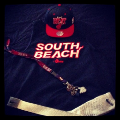 South Beach Swagger! Let's do work tonite! #instagood #instagram #instaswag #iphone4 #nike #miami #heat #southbeach #nba #swag #steez #snapback  (Taken with instagram)