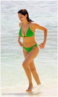 Kelly Brook paparazzi bikini photosfree nude picturesLink to photo & video: bit.ly/JhHwG5