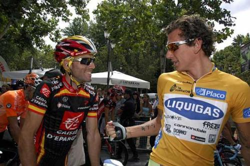 2008 Vuelta a España, Stage 2: Like Don Alejandro was totally like all smiley because he totally like knew he was totally like going to steal that there shirt from Pippo because it like so matched all his kick ass bike bling. (Credit: Sirotti via Cyclingnews.com)