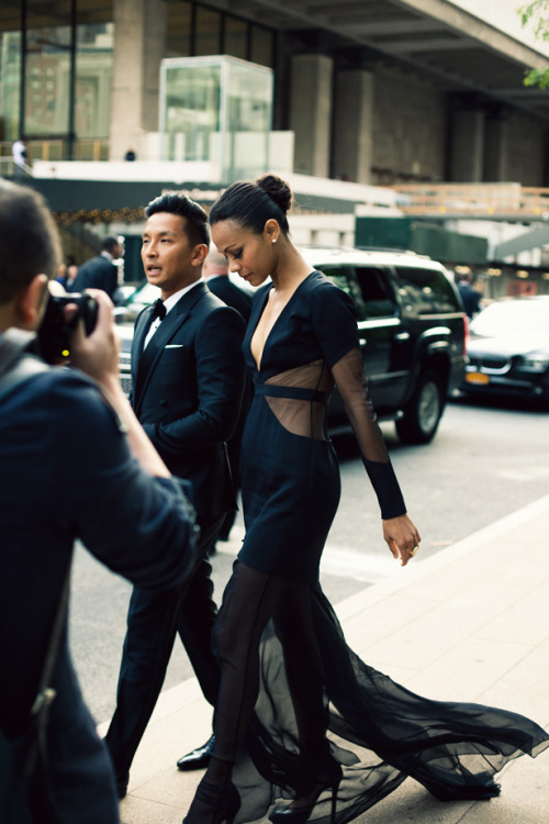 mirnah:  Designer Prabal Gurung arriving at the CFDA with Zoe Saldana.