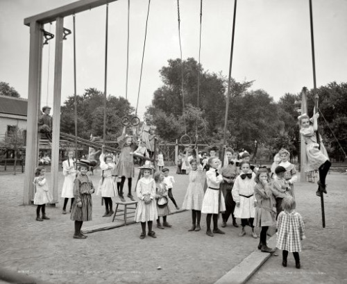Children playing at Harriet Island, St. Paul, Minnesota, circa 1905.