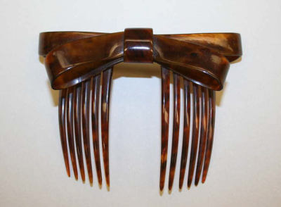 Plastic bow hair comb (French), Met, 1895  And to finish off this spam, here's a hair comb that looks like you could buy it at Forever 21 today. How charming!