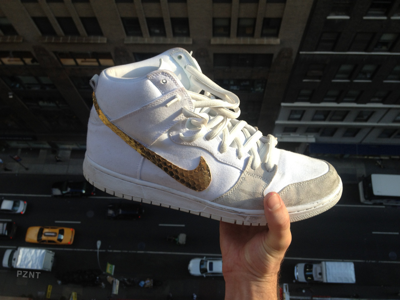 Embellishing SB dunks with python for Sir Kensington himself… The other three swooshes from the pair will be posted soon. PZNT