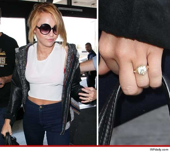 Miley Cyrus rockin' her diamond engagement ring!