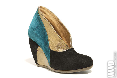 Fly London's V-throat wedge shootie