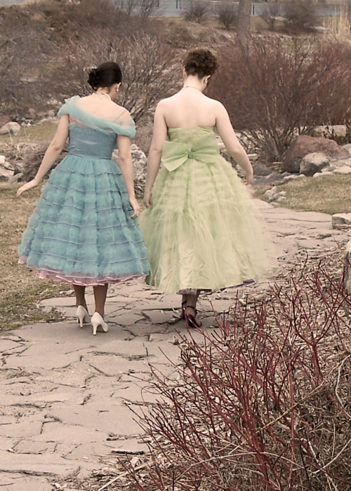 A darling, vintage-clad duo (via Sugar and Meringue)