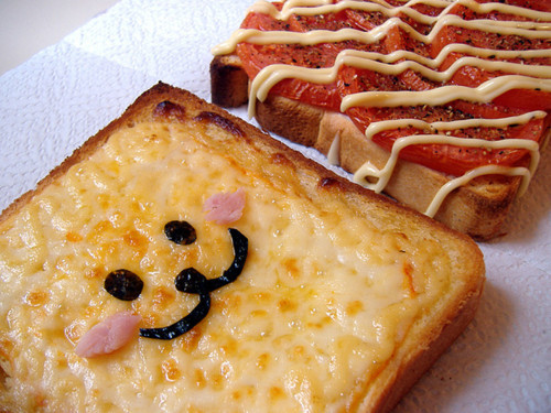 cutefacefood:  face on toast.    Croque mon-cute.