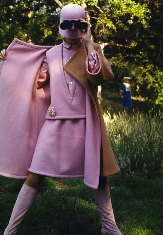 space-age-planet:  Photo Jerry Schatzberg – Peggy Moffitt, Central Park, New York, 1967