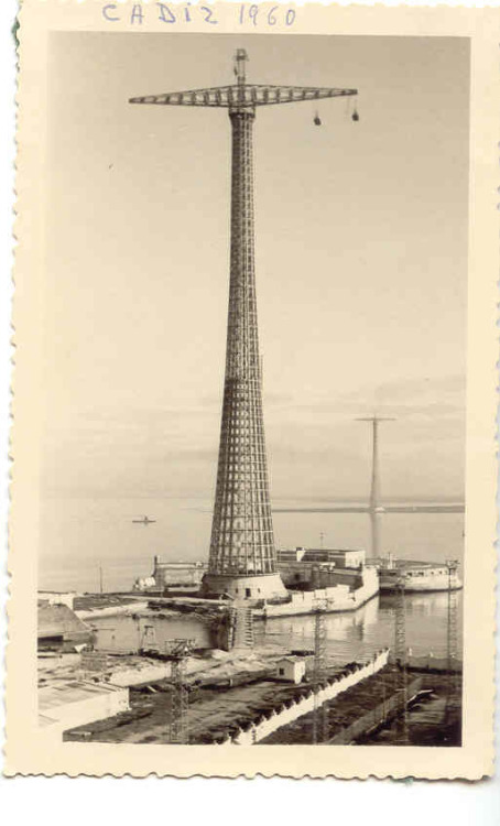 (via Pylons of Cádiz - Wikipedia, the free encyclopedia)