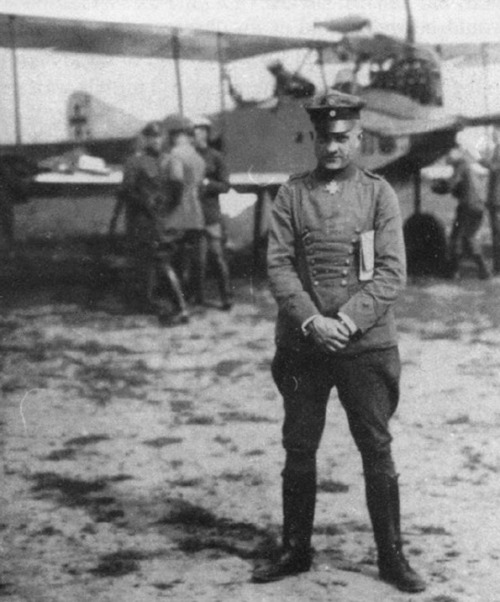 instahlgewittern:  When Richthofen posed for this photograph in Cologne on 1 May 1917, his days as a neophyte student observer were two years behind him. But it must have given him personal satisfaction to stand before an Albatros trainer similar to the one in which he had made his first flights. The 52-victory ace and Pour Ie Merite recipient was on his way to meet Kaiser Wilhelm II the following day. Richthofen's luncheon appointment with the Supreme Warlord also fell on his own 25th (and last) birthday, after which he went home to Schweidnitz to work on his memoirs.