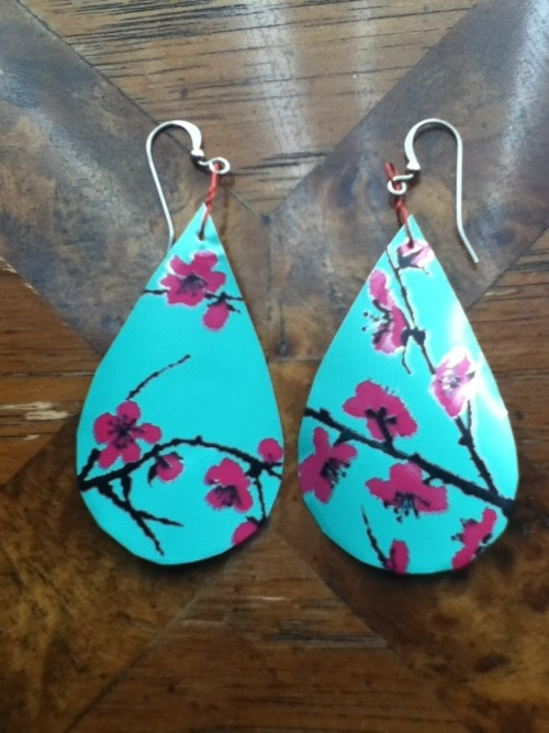 sunsetsprings:   DIY Arizona Iced Tea Earrings  First, draw a general teardrop shape on the sheet of aluminum.   You can cut through with just regular scissors.   Take the earring and lay it against a cardboard surface. Use a sewing needle to poke a hole near the top. Since it's on cardboard, you won't end up puncturing your table. Also, because it's laying down, the aluminum won't bend at the impact verses holding it in your hand.  Take wire (mine was just electrical wire) and cut it with scissors about 4 inches long.   Thread the earring, leaving room in front.  Twist the space into a small loop.   Twist 2 to 3 times until the loop is facing flat, the same direction as the earring.  Cross the wire to the back and twist the two ends tightly together.  Clip the ends shorter with scissors. Open up the loop of the already made French loops available at craft stores and attach the wire loop. Squeeze the loop back together. Here is the finished product. Enjoy your homemade, recycled earrings.  Just a note: You might want to trim the very top part that is pointy to avoid cutting your ear lobe.  If you have any questions, please feel free to ask me!
