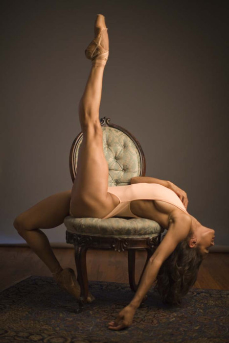 blacknfit:  fitgirlsohyeah:  Misty Copeland Such a boss dancer  Dear lord!  Look at those legs!
