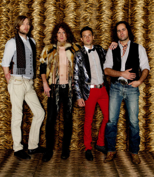 The non-frontman members of the Killers all have bad cases of lack-of-attention fashion syndrome going on here, especially the wannabe early 70s Marc Bolan ensemble left of center there. While it's never a good sign when every member looks like they're in a different band, none of these guys even look they play the same genre of music.