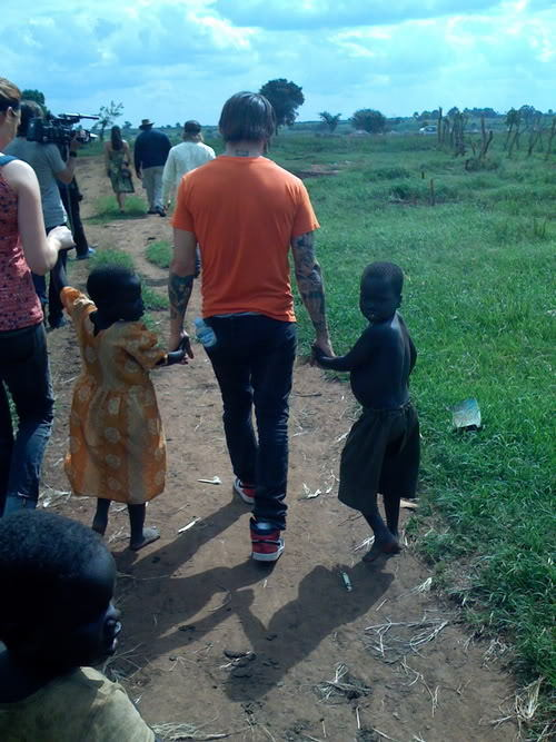 ymcgay:  pete wentz stealing innocent children and taking them to kony